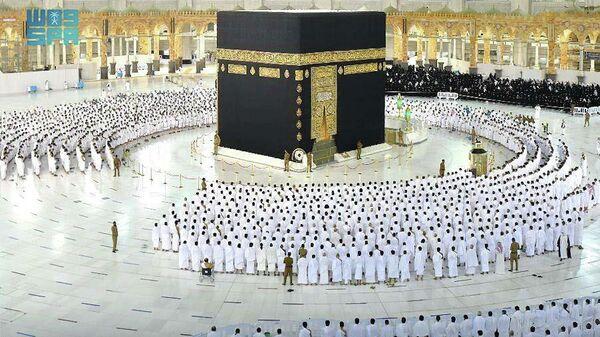Die Große Moschee in der muslimischen heiligen Stadt Mekka in Saudi-Arabien seit Sonntag wieder ohne Begrenzung geöffnet - SNA