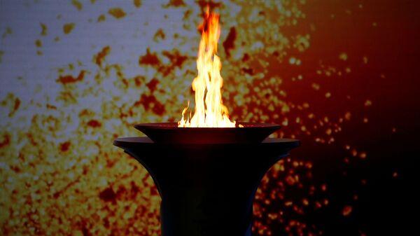 Олимпийский огонь в чаше на церемонии встречи олимпийского огня в Пекине  - SNA