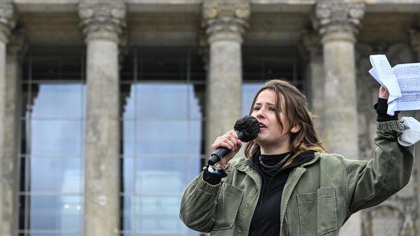 Die deutsche Klimaaktivistin Luisa Neubauer auf einer Klimaschutz-Demo vor dem Reichstagsgebäude, den 25. September 2021. - SNA