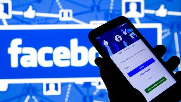 Приложение Facebook в мобильном телефоне - SNA