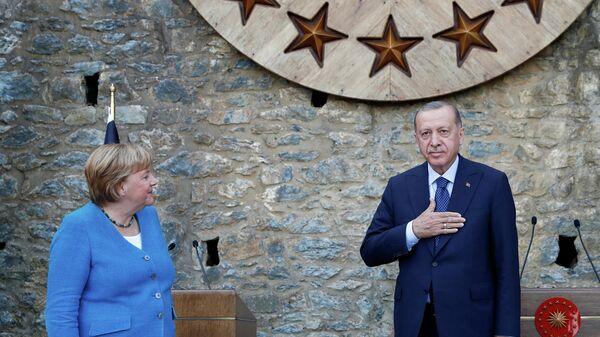 Der türkische Präsident Tayyip Erdogan und die deutsche Bundeskanzlerin Angela Merkel nehmen am 16. Oktober 2021 in der Huber Mansion in Istanbul, Türkei, an einer Pressekonferenz teil. Symbolfoto. - SNA