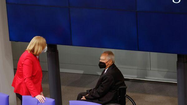 Die neu gewählte Bundestagspräsidentin Bärbel Bas und der ehemalige Bundespräsident Wolfgang Schäuble sind bei der konstituierenden Sitzung des Deutschen Bundestages am 26. Oktober 2021 in Berlin zu sehen. Symbolfoto. - SNA